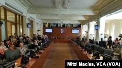 El gobierno de Nicolás Maduro busca disipar la crisis antes de la reunión.