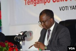 Malawi Electoral Commission chairperson Chifundo Kachale announces presidential election rerun results in Blantyre, Malawi, June 27, 2020. (Lameck Masina/VOA)