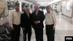 """""""Birdamlik"""" harakatining qurultoyi ishtirokchilari Sent-Luis aeroportida kutib olinmoqda, 23-aprel, 2014-yil"""