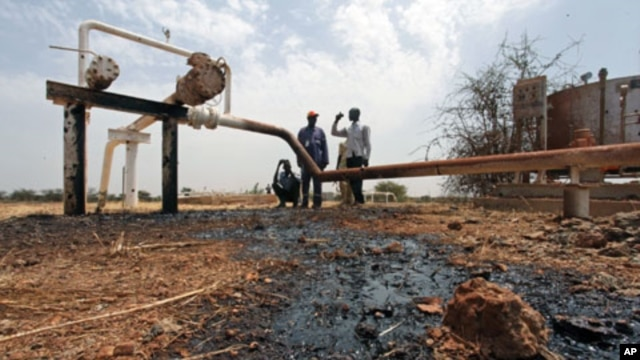 An oil well oozes crude oil after it was hit by a shrapnel from a bomb dropped by fighter jets at the El Nar oil field in South Sudan's Unity State, March 3, 2012. South Sudan accused Khartoum of bombing two oil wells in a northern area, which a Sudanese