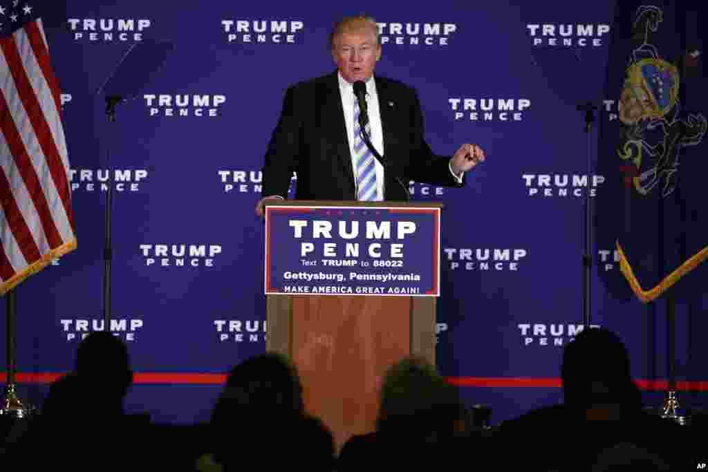 """川普在宾夕法尼亚州美国南北战争葛底斯堡战役遗址的附近发表政策讲演(2016年10月22日)。他在宣讲政策之余也表示,大选结束后,他将起诉十几位指称他有性侵犯行为的女性。他说:""""这些女人都在撒谎,从来没有过这种事。选举结束后,这些撒谎的人都会受到起诉。"""""""