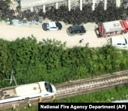 Foto yang dirilis oleh Dinas Pemadam Kebakaran Taiwan tampak sejumlah kendaraan penyelamat dekat lokasi kecelakaan kereta di Toroko Gorge, di Hualien, sebelah timur Taiwan, Jumat, 2 April 2021. (Foto: National Fire Agency Department via AP)