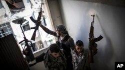 """Borci """"Slobodne sirijske armije"""" u Alepu u Siriji, (arhiva)"""