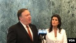 El secretario de Estado de EE.UU., Mike Pompeo, junto a la embajadora de EE.UU. ante la ONU, Nikki Haley señaló que el camino no será fácil para lograr la desnuclearización de Corea del Norte. [Foto: Celia Mendoza, VOA].