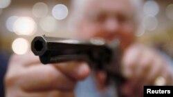 Los homicidios por armas de fuego han bajado, aunque el número de armas por habitante en EE.UU. ha aumentado.