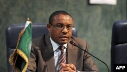 Chairperson of the African Union and Ethiopian Prime Minister Hailemariam Desalegn speaks during a joint press conference at the end of the African Union Summit on health about HIV/AIDS, TB and malaria in Abuja, July 16, 2013