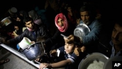 Pejabat-pejabat bantuan memperkirakan 2,5 juta warga sipil yang masih berada di dalam Suriah membutuhkan bantuan kemanusiaan (foto: dok).