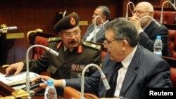 이집트 개헌위원회가 1일 이집트 카이로에서 새 헌법 초안을 승인했다.
