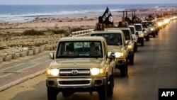 Một hình ảnh tuyên truyền của truyền thông Nhà nước Hồi giáo ngày 18 tháng 2 năm 2015 cho thấy các thành viên của nhóm chiến binh Hồi giáo diễu hành trên đường phố ở Sirte, Libya.