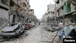 25일 시리아 반군 점령지역인 동구타 두마가 최근 계속된 정부군의 공습으로 폐허가 된 모습이다.