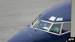 Amerika'da Bir Yolcu Uçağının Tavanı Delindi