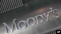 Moody's Investor Service, perusahaan yang bergerak dalam bidang penilaian tingkat kelayakan kredit perbankan, menurunkan tingkat kelayakan kredit Spanyol dan Siprus (Foto: ilustrasi).