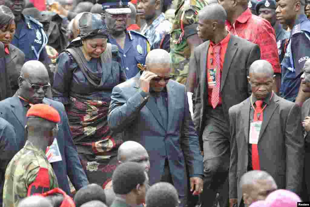 گھانا کے صدر جان ماہاما اور ان کی اہلیہ تین روزہ سوگ کے آغاز کے موقع پر