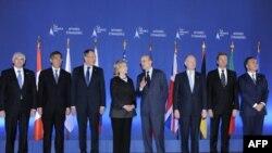 Представители G-8 – главы дипломатических ведомств Канады, Японии, России, США, Франции, Великобритании, Германии и Италии