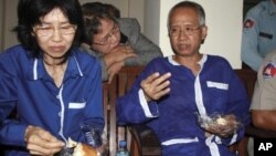 """Veera Somkwamkid, right, a leader of the People Alliance for Democracy known as """"Yellow Shirt,"""" and his assistant, Ratree Pipattanapaiboon, sit in a room of Cambodia's Appeal Court in Phnom Penh on Wednesday Dec. 28, 2011. Veera and his assistant withdrew"""
