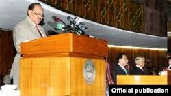 دپارلمان گډې غوندې ته دوينا په مهال پاکستاني صدر ممنون حسين وويل چې دترهه گرو دله مينځه وړلو په معامله ټول قام يو موټى دى.