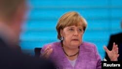La canciller alemana Angela Merkel sostuvo una conversación telefonica con el presidente Obama sobre la controversia de espionaje.