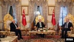 جواد ظریف در دیدار با رجب طیب اردوغان، رئیس جمهوری ترکیه که با حضور وزیر امورخارجه این کشور صورت گرفت.