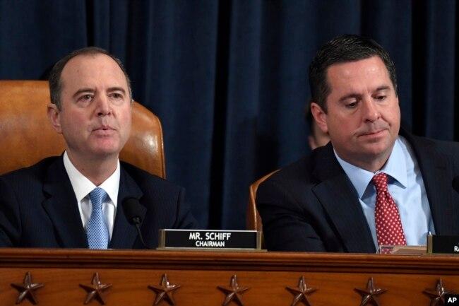 Adam Schiff, presidente de la Comisión de Inteligencia de la Cámara de Representantes de EE.UU. y el representante republicano Devis Nunes, miembro republicano de la comisión el 13 de noviembre de 2019.