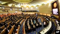 泰国国家改革委员会2015年9月6日就早先的新宪法草案投票,135票反对,105票赞成,7票弃权。