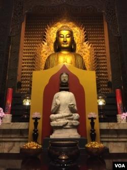 佛首金身合璧后供奉在佛光山大雄宝殿-(佛光山佛陀纪念馆提供)