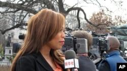 新華社僱用的美國記者報導2011年聖誕樹到達國會