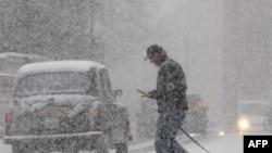 Dân chúng ở Châu Âu phải đối phó với tình trạng đường trơn trợt, đóng đá vì bão tuyết