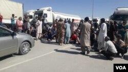 حکام کے مطابق ہزاروں پاکستانی زائرین ایران میں موجود ہیں۔