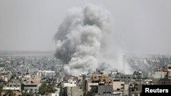 دود ناشی از حمله هوایی ارتش اسرائیل به نقطه ای در شهر غزه - ۱۵ اردیبهشت ۱۳۹۸