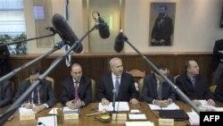 Thủ Tướng Benjamin Netanyahu mô tả việc Iran đưa tàu chiến qua Kênh đào Suez là một âm mưu của Iran nhằm nới rộng tầm ảnh hưởng của nước này trong khu vực vào một thời điểm bất ổn.
