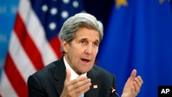 جان کری در بروکسل گفت ازسرگیری مذاکرات صلح خاور میانه، یا دست کم باز گذاشتن مسیر گفتوگوها، اولویت اصلی ایالات متحده است.