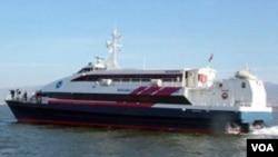 Kapal feri Turki 'Kartepe' yang dibajak dekat Istanbul hari Jumat (11/11).