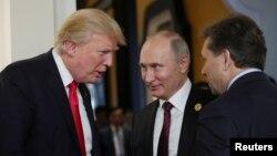 Donald Trump et Vladimir Poutine à Danang au Vietnam le 11 novembre 2017.