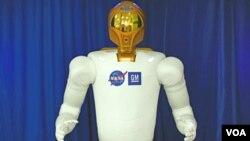 Según la NASA, Robonaut 2 podría ser mejorado para que realice funciones más complicadas, incluyendo caminatas espaciales.