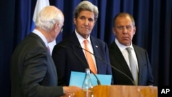 U.S. Secretary of State John Kerry, center, and Russian Foreign Minister Sergei Lavrov, right, look at U.N. special envoy Staffan de Mistura during a joint press conference following their meeting to discuss the crisis in Syria, in Geneva, Switzerland, Sept. 9, 2016.