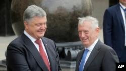 Mattis û Serokê Ukraynî PetroPoroshenko