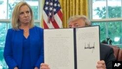VOA连线(易林):川普签署行政令,结束拆散非法入境家庭政策