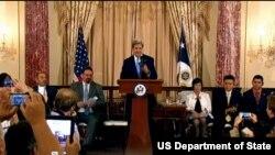 အေမရိကန္ ႏုိင္ငံျခားေရး၀န္ႀကီး John Kerry - လူေမွာင္ခိုကူးမႈ အစီရင္ခံစာနဲ႔ပတ္သက္ၿပီး ေျပာၾကားေနစဥ္ (၁၉ ဇြန္ ၂၀၁၃)