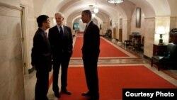 布莱森部长(中)与奥巴马(右)和骆家辉(左) by White House Photo by Pete Souza