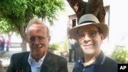 Prof. Alexandre Hecker (à esquerda) fotografado em 2010 com o presidente da Assembleia Nacional cubana, Ricardo Alarcon, em Havana
