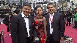 Tim liputan VOA Indonesia pada acara penganugerahaan Academy Awards 2012 di Hollywood.