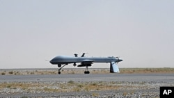 A U.S. Predator unmanned drone armed with a missile stands on the tarmac of Kandahar military airport in Afghanistan, June 13, 2010 (file photo).