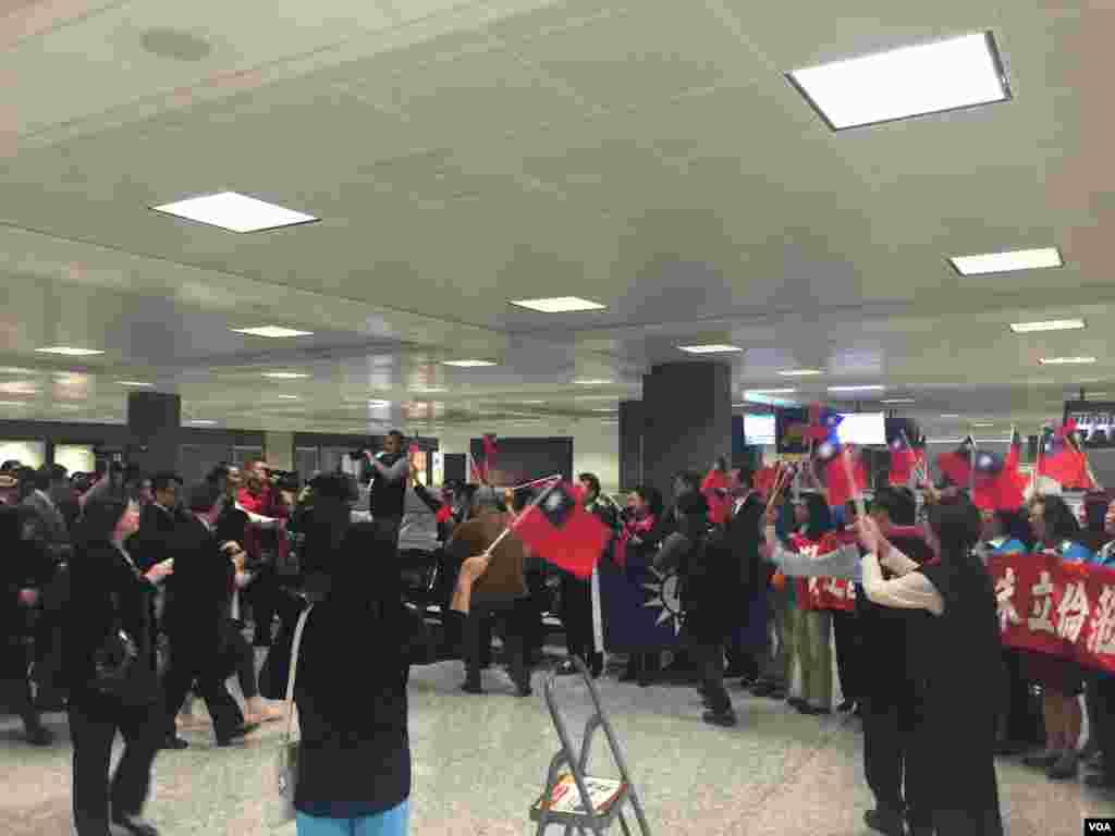 台湾国民党总统参选人朱立伦到达华盛顿杜勒斯国际机场