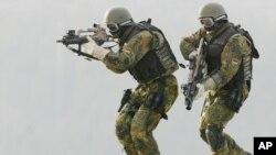 Ushtarë të forcave speciale të ushtrisë gjermane (Kommando Spezialkraefte), gjatë një stërvitjeje në Gjermaninë jugore