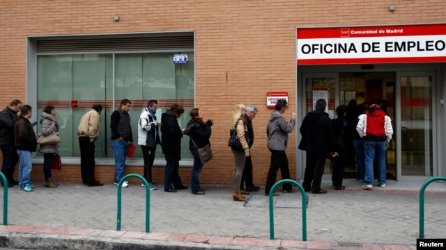 People wait in line to enter a government-run employment office in Madrid March 4, 2013.