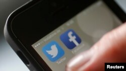 Facebook và Twitter cho biết họ sẽ cùng làm việc với các công ty khác để cải thiện chất lượng tổng thể của các bản tin trên Internet.