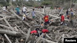 Typhoon Kills Hundreds in Philippines