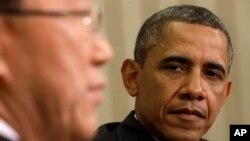 4月11日在白宮,奧巴馬總統在傾聽聯合國秘書長潘基文向媒體發表講話