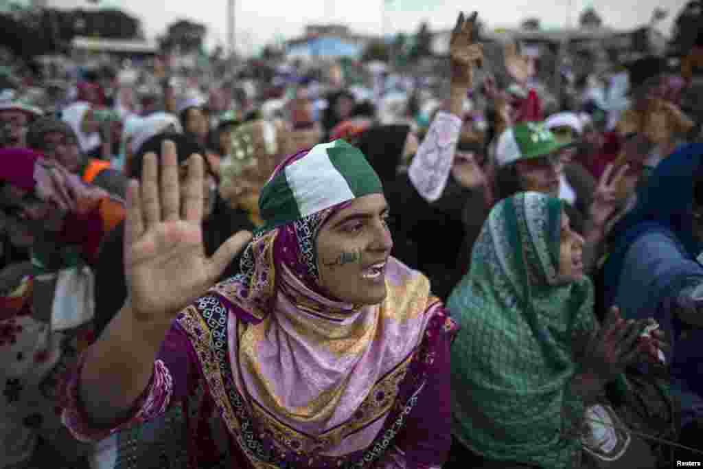 پاکستان عوامی تحریک کے دھرنے میں شریک خواتین کے لیے علیحدہ انتظام کیا گیا ہے۔