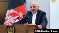 ښاغلي غني همدارنګه زیاته کړې افغانستان ته اوس دا فرصت په لاس ورغلی دی چې پر خپلو پښو ودریږي.